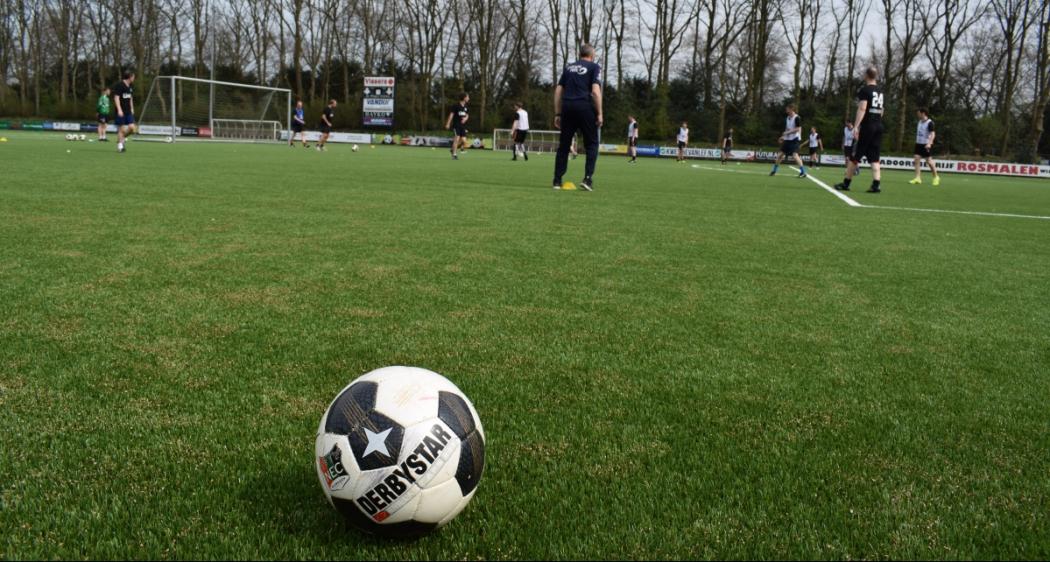Afbeelding voor Samen sporten met relaties tijdens de N.E.C. voetbalclinic