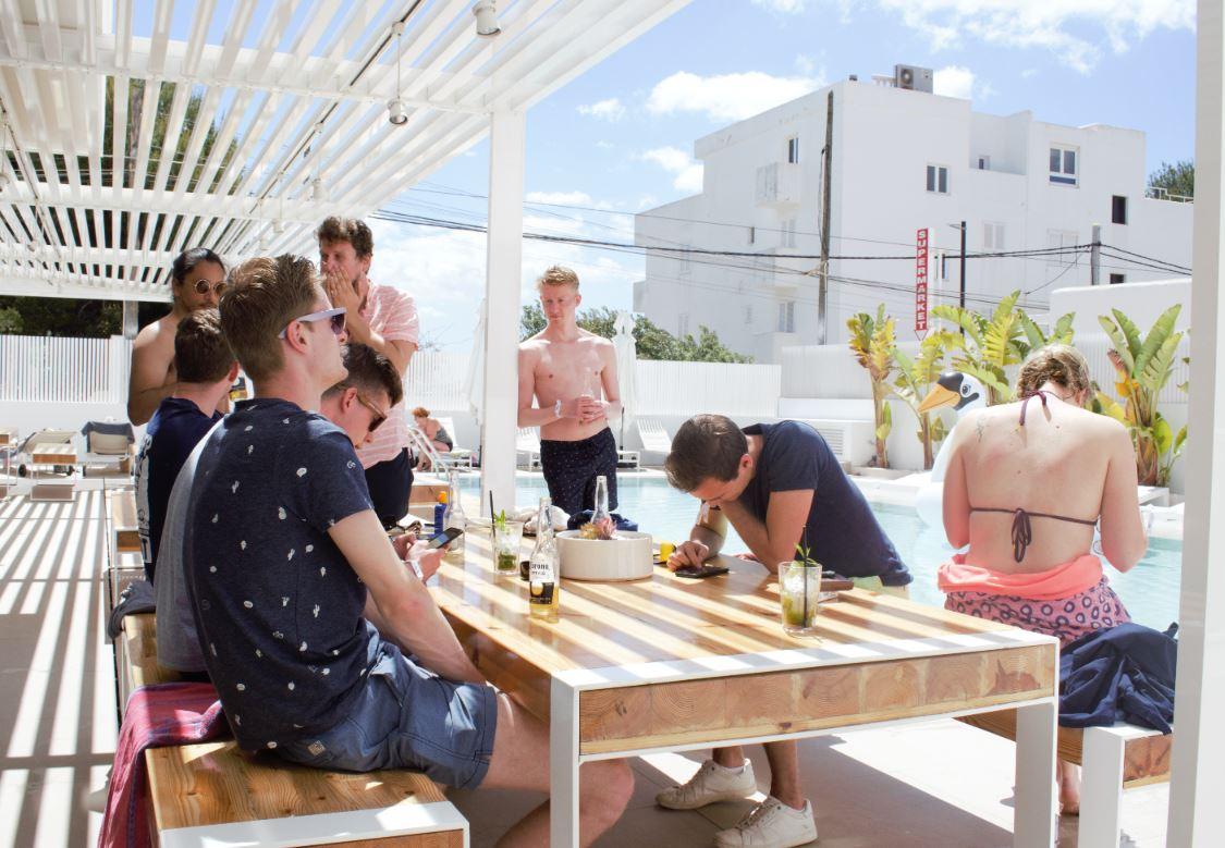 Afbeelding voor Eat, sleep, work, repeat. Linku op werkvakantie naar Ibiza